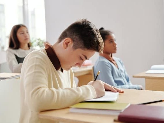 Apa tujuan dan fungsi bimbingan belajar jika sudah ada sekolah sebagai tempat belajar?